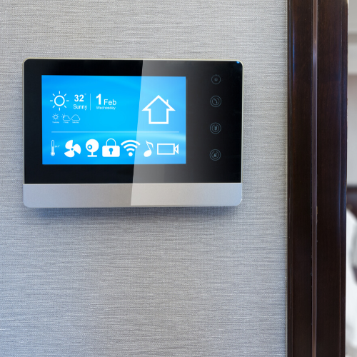 Thermostat with touchscreen